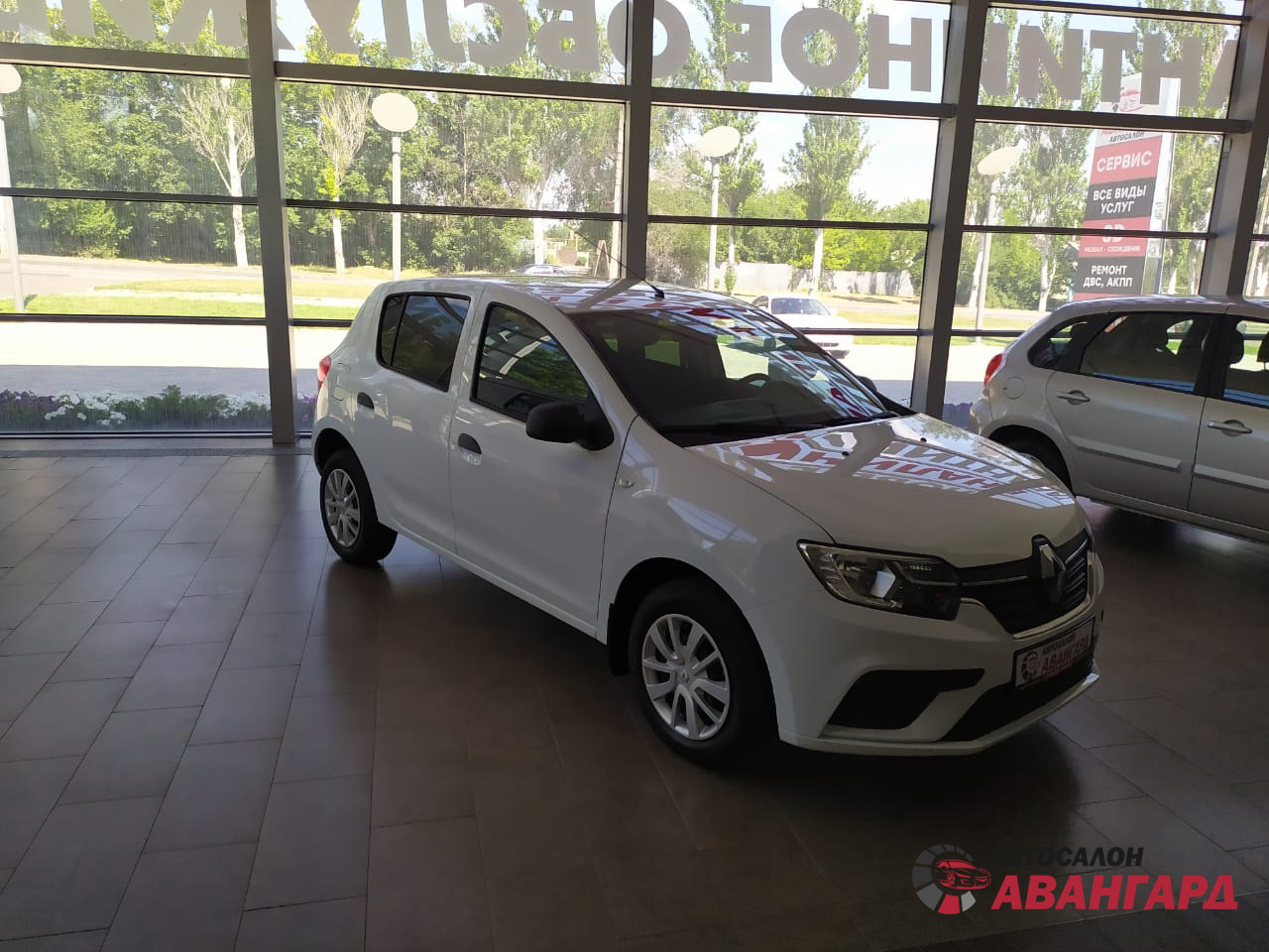 Renault Sandero (Рено Сандеро) 1.6 8кл. 82 л.с. 5МТ