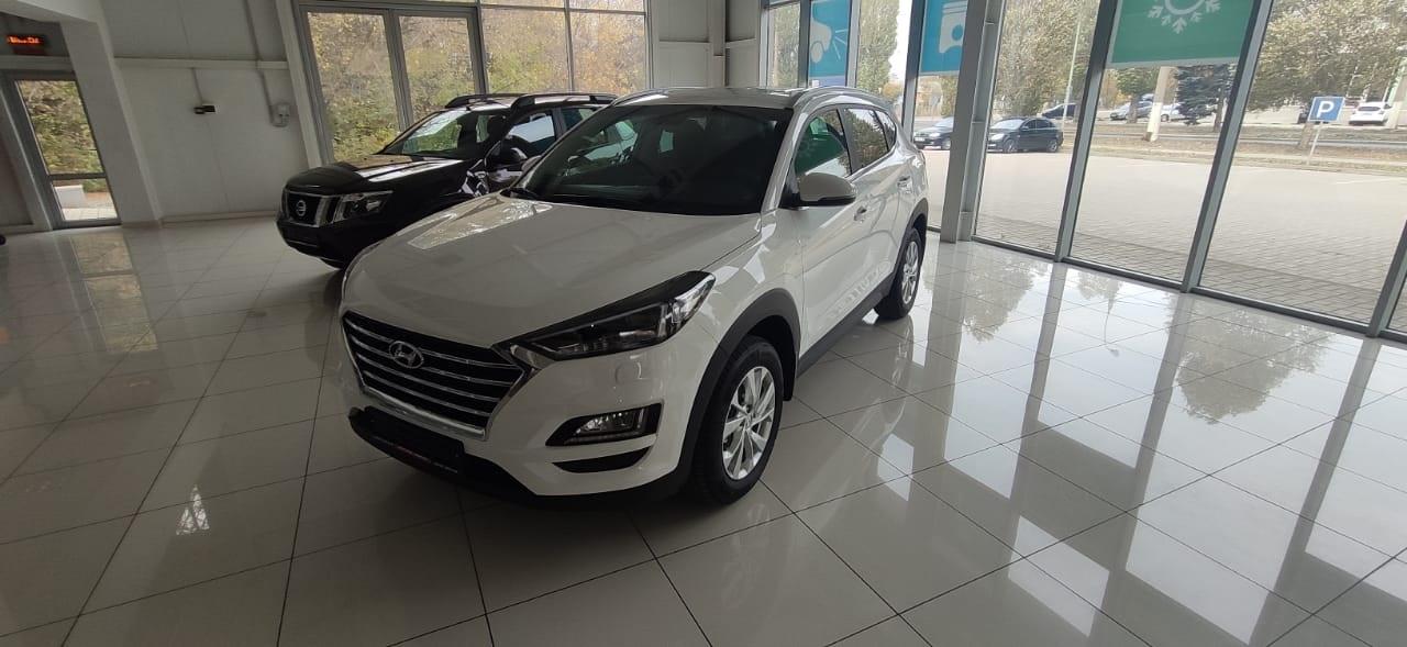 Hyundai Tucson 2.0 л., 16-кл., (150 л.с.) 6-ти ступенчатый автомат, белый 2020