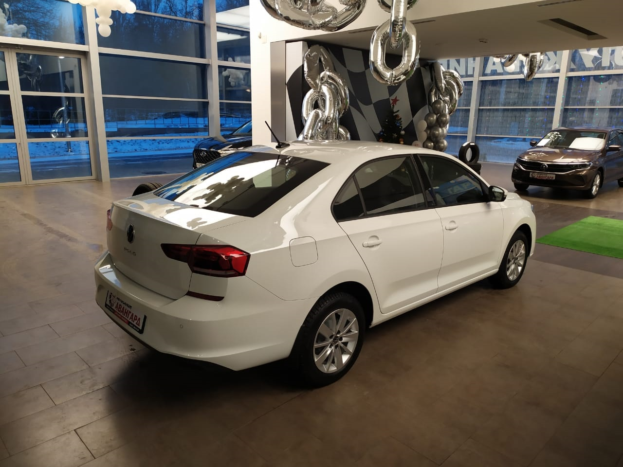 Volkswagen Polo лифтбек 1.6 л., 16-кл., (110л.с.) 5МТ. Respect. Белый Pure