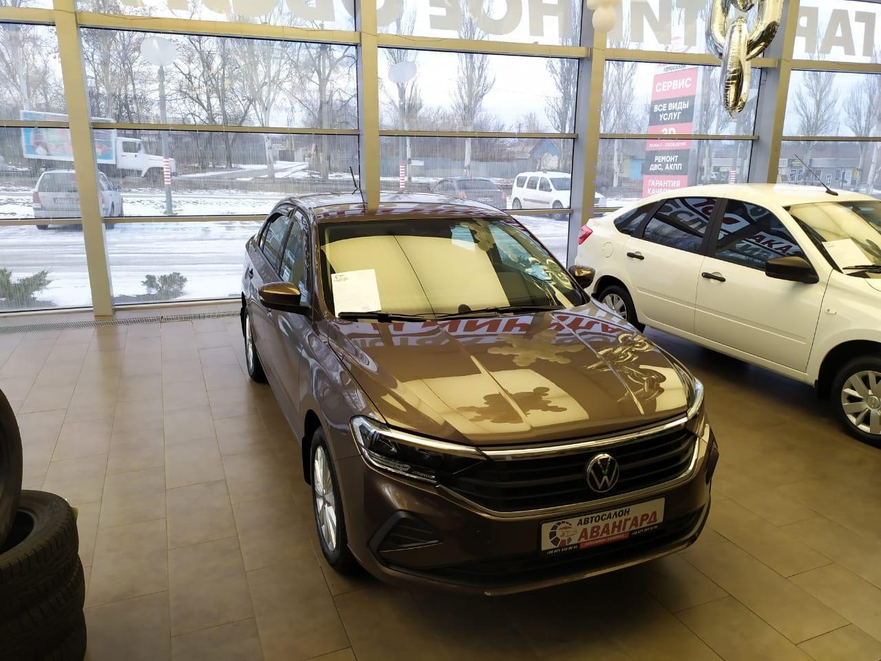 Volkswagen Polo лифтбек 1.6 л., 16-кл., (110л.с.) 5МТ. Status. Коричневый Toffee