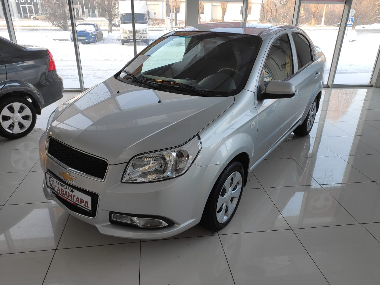 Chevrolet Nexia 1.5 16 кл. (105 л.с.) 5МТ комплектации LT, цвет серебристый