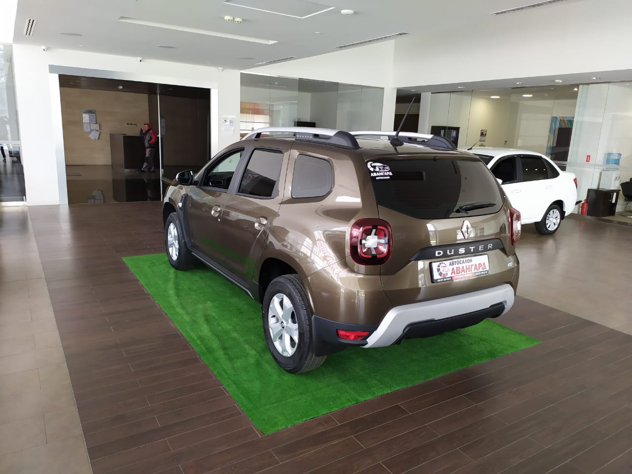 НОВЫЙ RENAULT DUSTER 1.6 л 16 кл. МКП6, Drive 4х4, Серо-коричневый металлик Tenakuru, новинка 2021