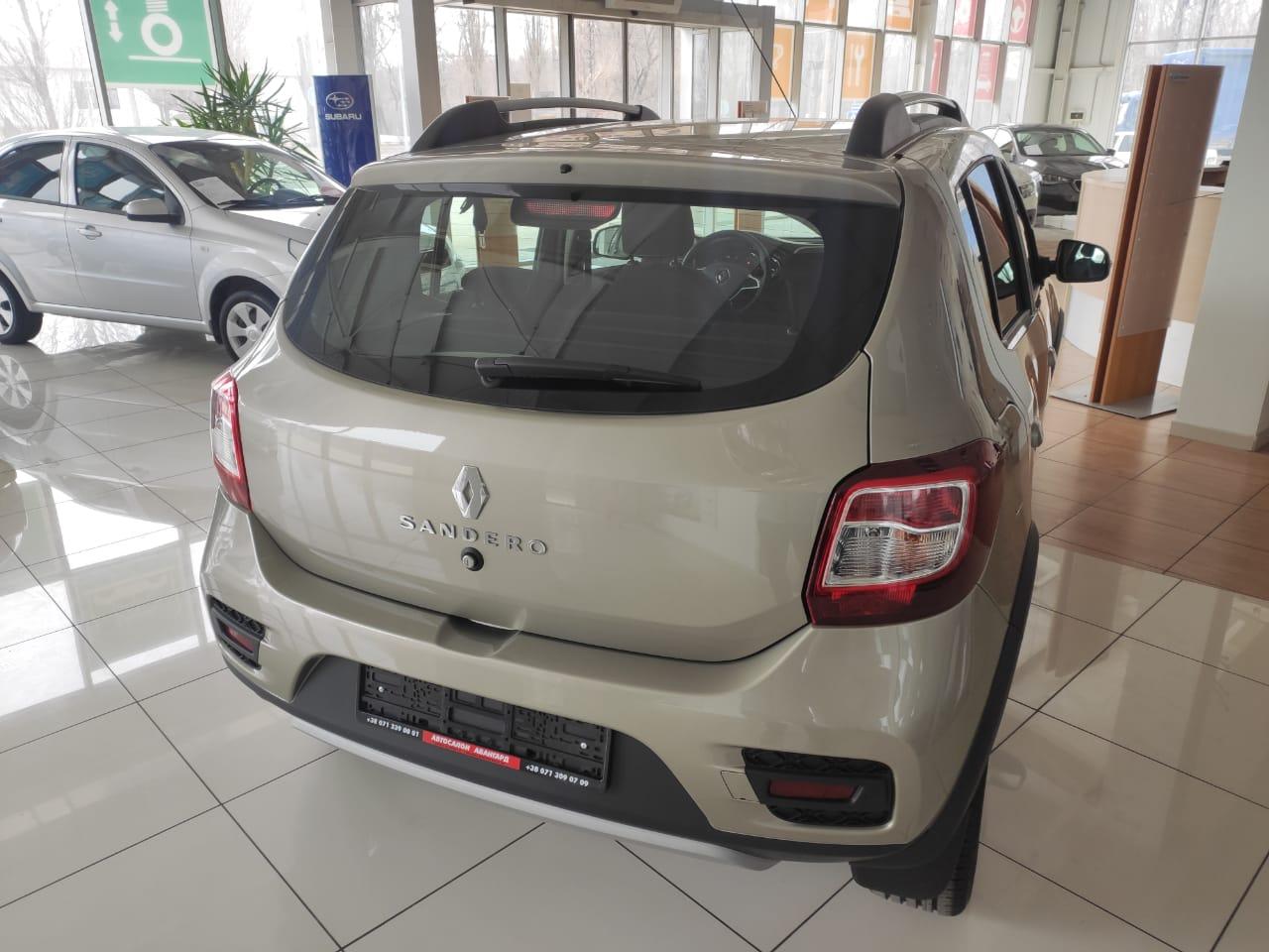 Кроссовер Renault Sandero Stepway 1.6 8кл. 82л.с. 5МТ, Life, Светлый базальт, 2021