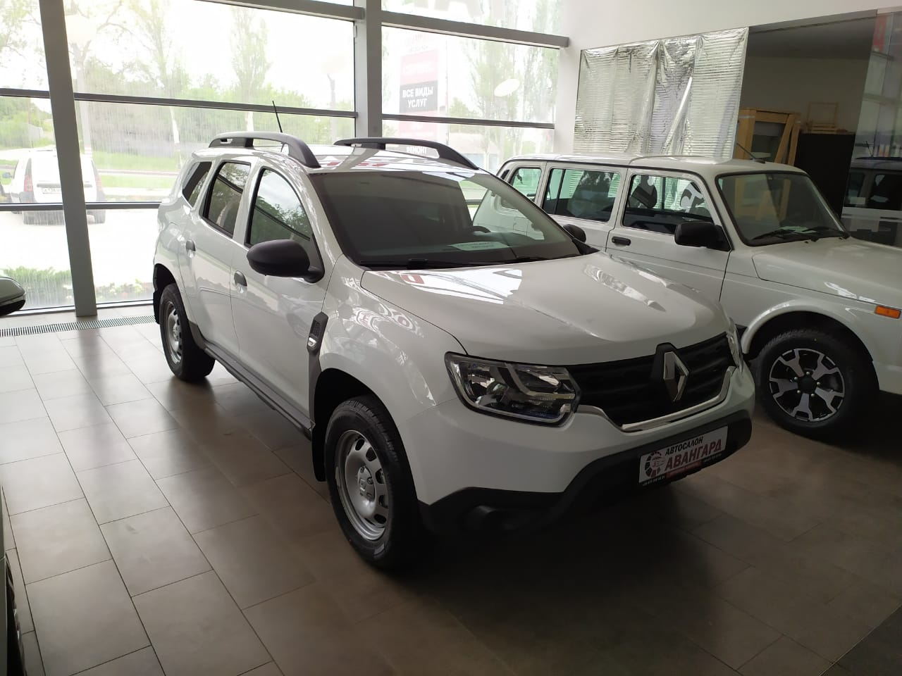 НОВЫЙ Кроссовер Renault Duster (Рено Дастер новинка) 1.6 л 16 кл. 5МТ. Life 2х4 + Пакет Зимний. Белый. 2021