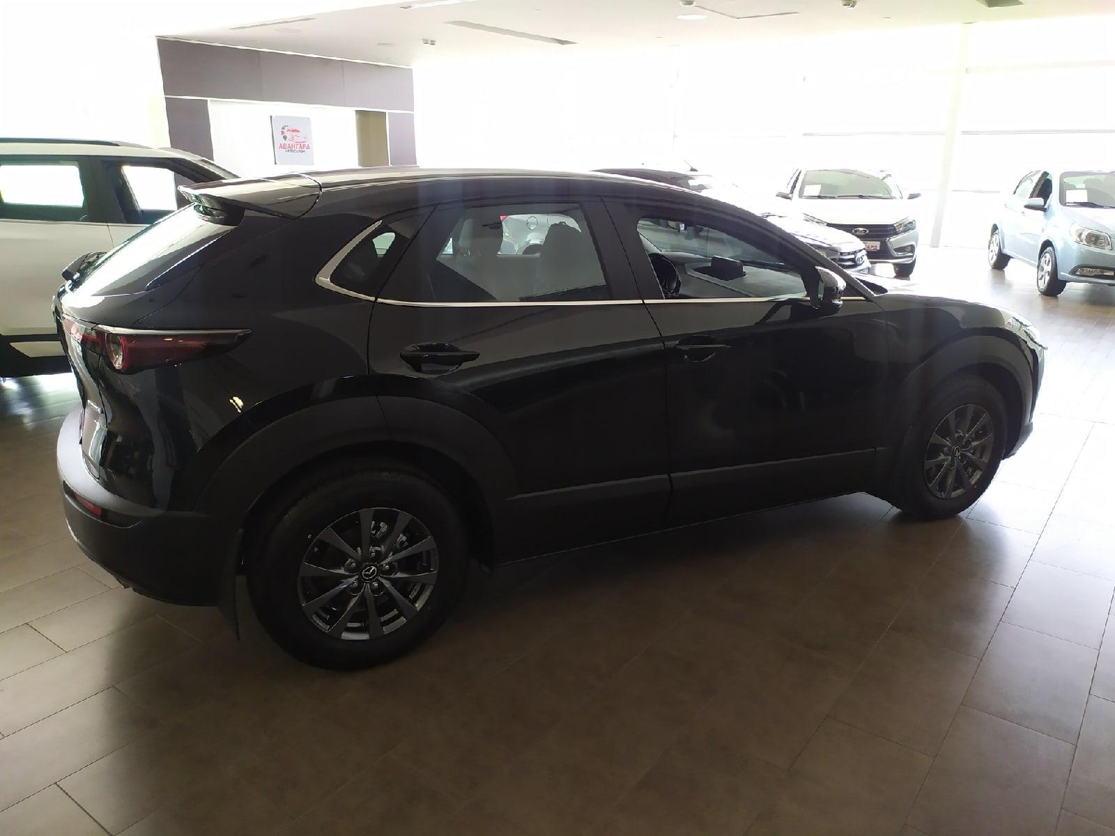 Mazda CX30 2.0 SKYACTIV-G 6 AT 2WD (150 л.с.), Active, чёрного цвета (Jet Black), 2021