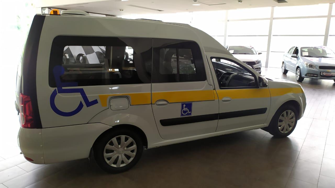 Социальное такси Lada Largus 1.6 л 16-кл. (106 л.с.), 5МТ, Comfort, 5 мест, Белый 2021