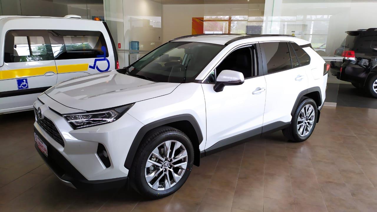 Toyota RAV4 2.5 8АКП (199 л.с.) 4WD. Престиж, Белый, 2021