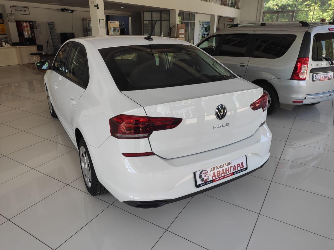Volkswagen Polo лифтбек 1.6 л. (110 л.с.), 5МТ Respect + Пакет »Зимний» + Центральный подлокотник спереди с нишей, Белый 2021