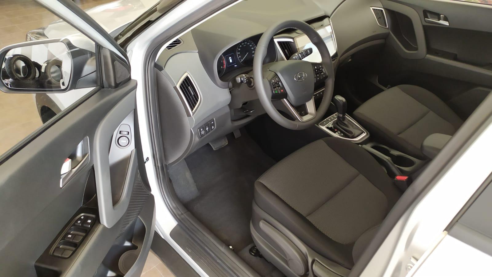 HYUNDAI CRETA 2.0л 6AT 4WD. Travel. Серебристый. 2021