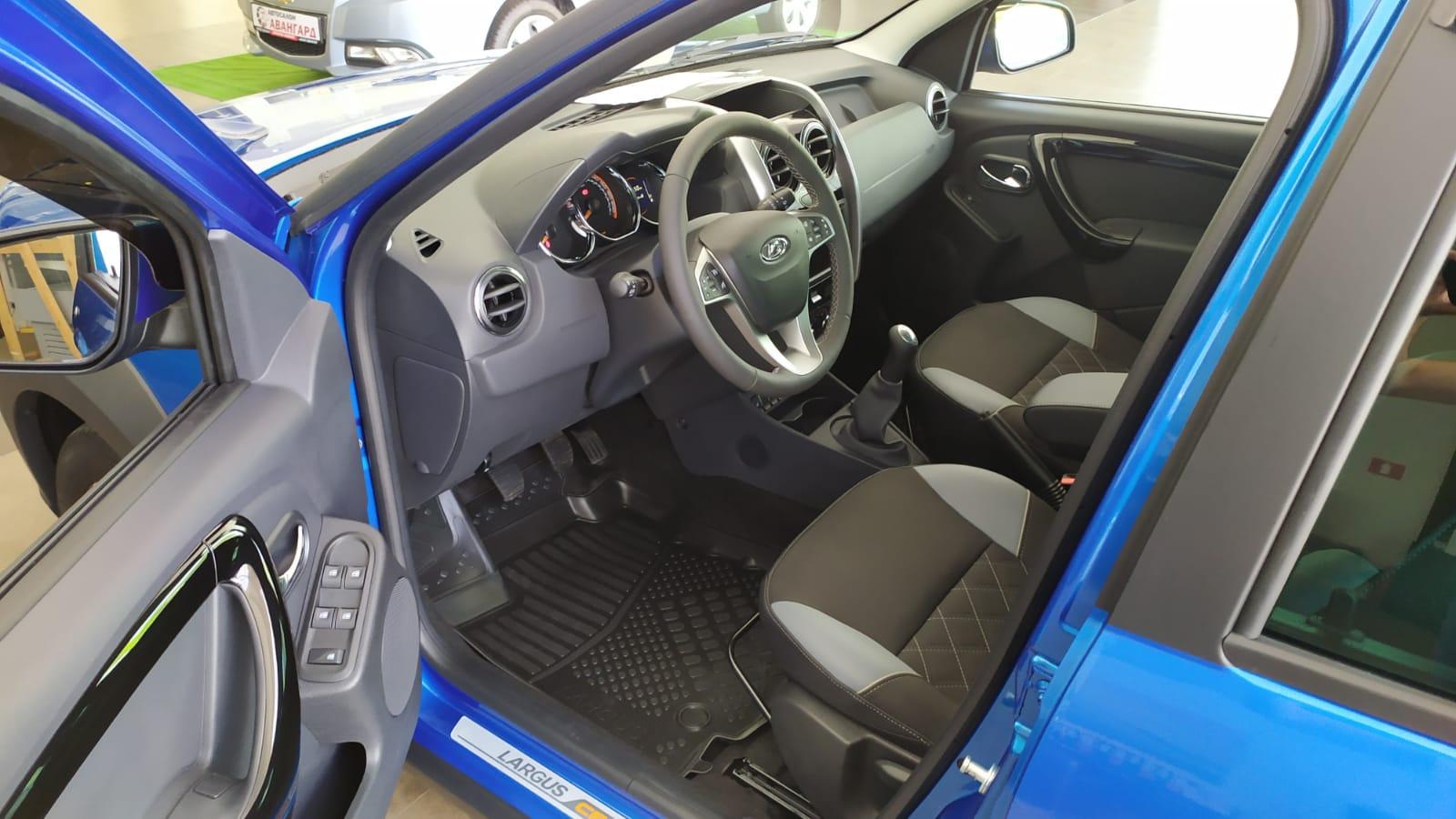 Lada Largus Cross 1.6 л 16-кл., 5МТ. Luxe-Prestige. 7 мест. Лазурно-синий. 2021