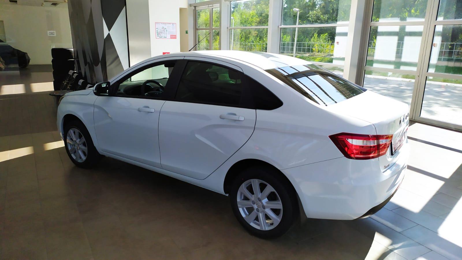 Lada Vesta седан 1.6 л 16-кл. (106 л.с.), 5МТ. Comfort-Winter EnjoY. Белый. 2021