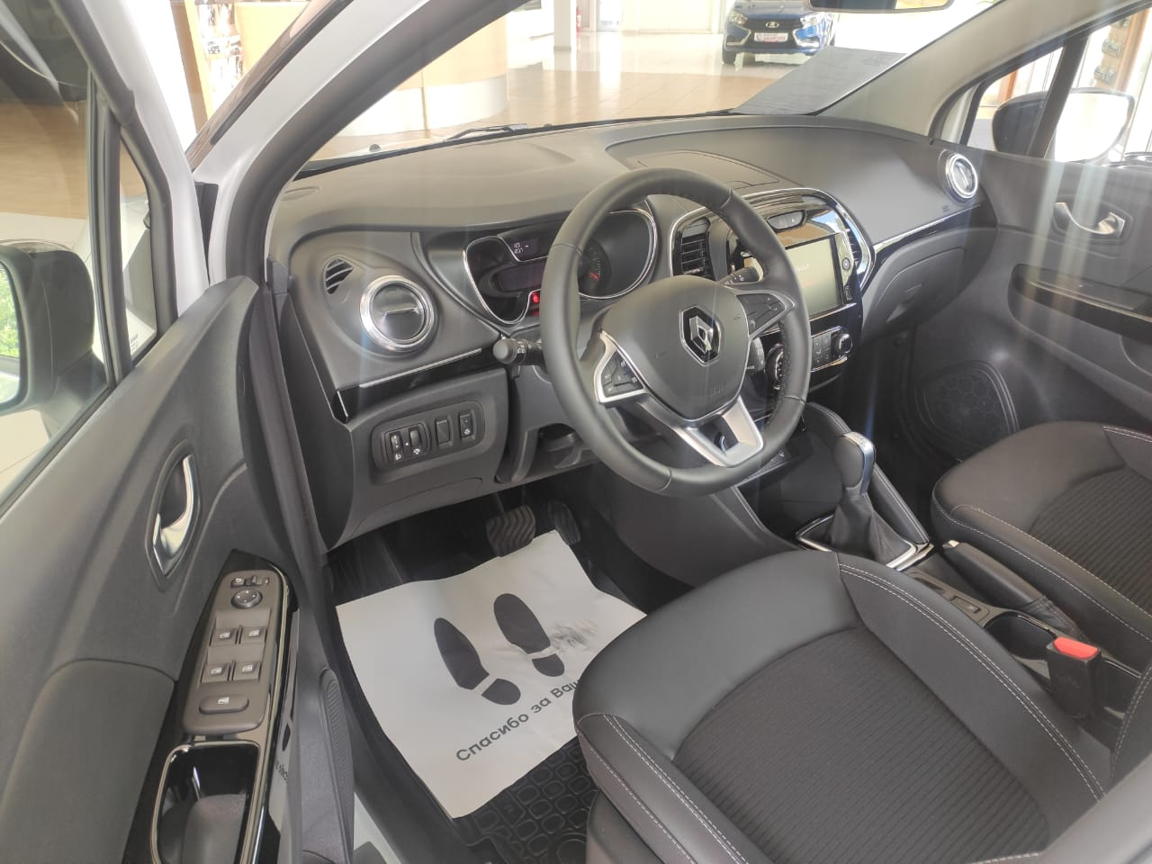 Renault KAPTUR 1.6 л., 16-кл., (114л.с.) CVT X-Tronic, 4х2. Style. Белый с черной крышей. 2021